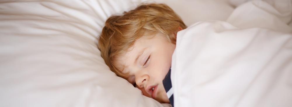 Hvorfor dykker iltmætningen, når min søn sover?