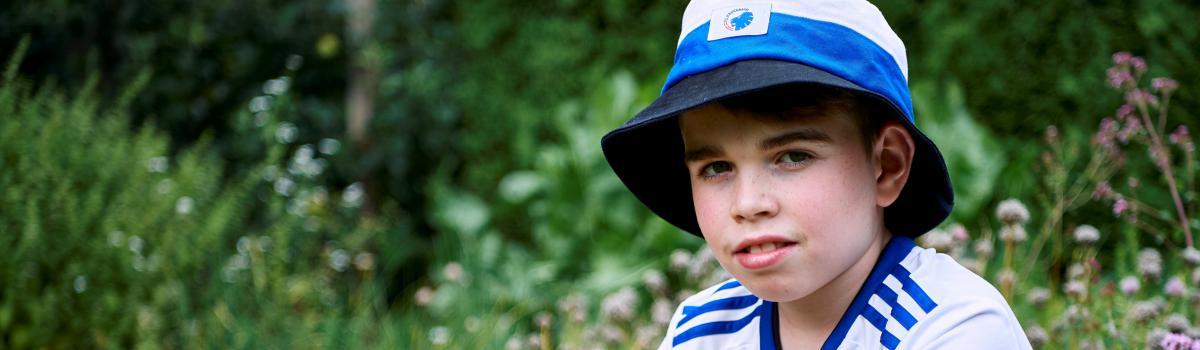 Anton er en af de børn, som kommer i skole ved hjælp af en skole-hjem-robot